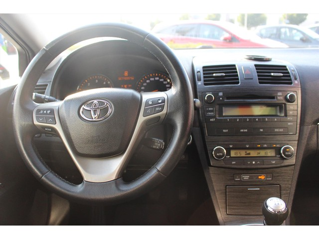 Toyota Avensis Wagon 2.0 D-4D PANODAK CRUISE CLIMA