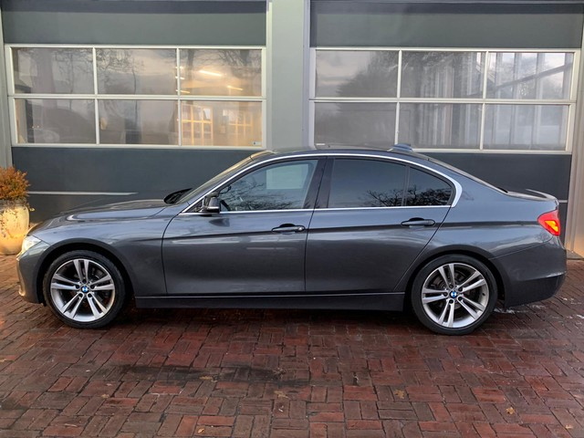 BMW 3 Serie 320d EfficientDynamics Upgrade Edition M Sport airco, cruise controle, navigatiesysteem, multimedia