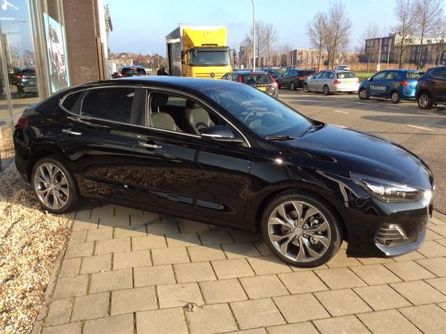 Hyundai i30 Fastback 1.0 T-GDI Premium l navi , keyless go ,parkeersen l