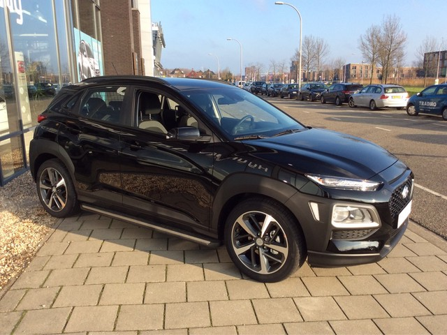 Hyundai Kona 1.0T Essence | Navigatie, Achteruitrijcamera, vele accessoires \