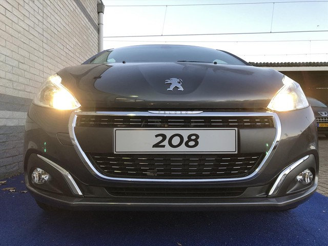 Peugeot 208 SIGNATURE 82PK AIRCO CRUISE NAVI APPLE ANDROID CARPLAY