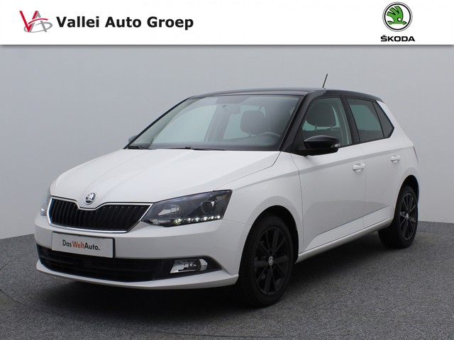 Skoda Fabia 1.2 TSI 90PK Ambition | Airconditioning | Parkeersensoren achter | Cruise Control | Front Assist | LED dagrijverlichting | 16 in