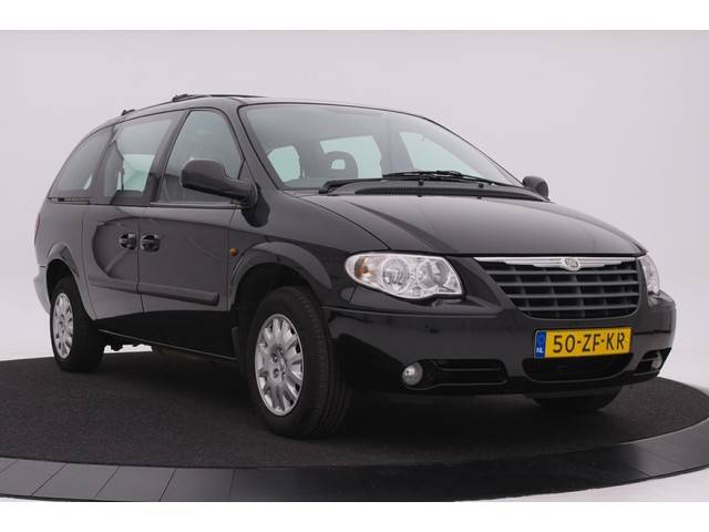 Chrysler Grand Voyager 3.3 V6 Aut. 7-persoons   Stow 'n Go   Navigatie   Airco   Trekhaak