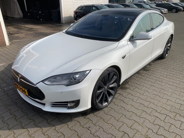 Tesla Model S 85 Signature Performance *INCL-BTW! +7-PERS+LEDER+NAVI+XENON*