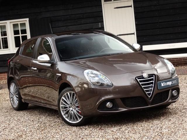Alfa Romeo Giulietta 2.0 JTDm Luxe Schuifdak Leer Brembo Nav Elektrst. Stoelverw 18inch!