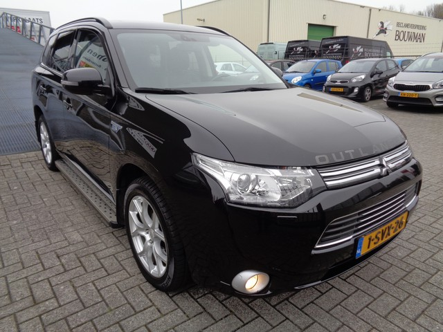 Mitsubishi Outlander 2.0 PHEV Instyle (prijs is excl BTW €16880 incl BTW) Automaat Schuifdak Navi Cruise Clima Achteruitrijcamera