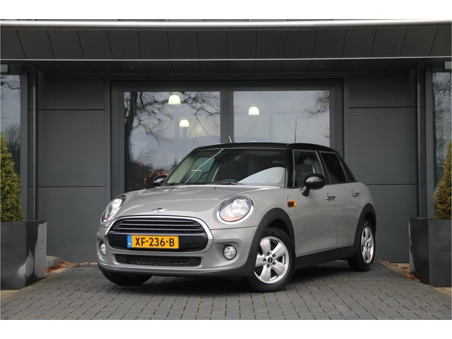 MINI Cooper 1.5 automaat Serious Bussiness | Navi | PDC | Keyless | ,