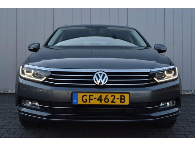 Volkswagen Passat Variant 1.6 TDi DSG Highline Half Leder Alcantara, Bi-Xenon, Full Map Navi, Afn. Trekhaak, 1e Eigenaar!!