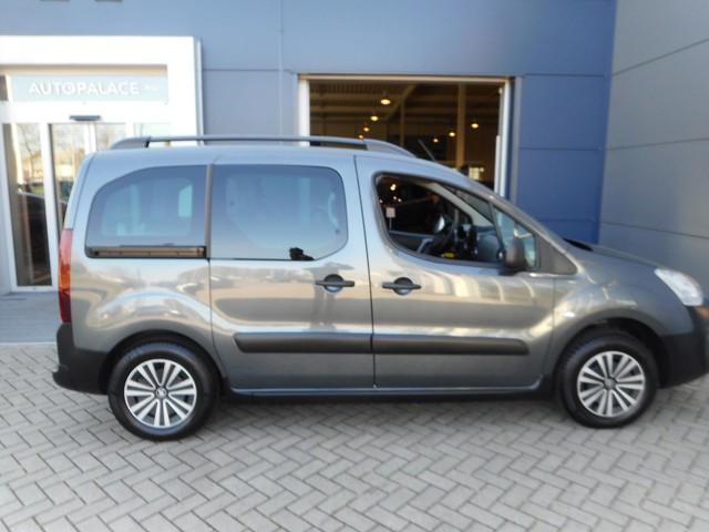 Peugeot Partner 1.2 10pk Allure | | AFNEEMBARE TREKHAAK | | NAVIGATIE | | DAB |