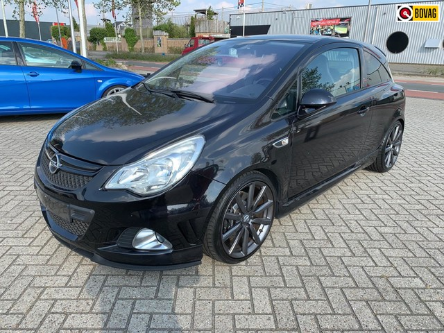 Opel Corsa 1.6-16V Turbo OPC Nurburgring edition.