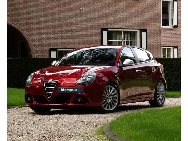 Alfa Romeo Giulietta 1.4 T Sportiva Leer verlaagd Elektr.st st.verw Uniek!