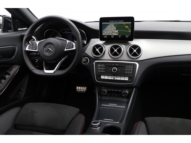 Mercedes-Benz CLA-Klasse Shooting Brake 200d 4-MATIC AMG Panorama Harman Kardon Camera 2017 136pk
