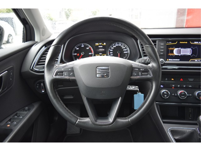 Seat Leon ST 1.6 TDI Style Connect navigatie, PDC, camera, cruise control,  bluetooth, climate control,