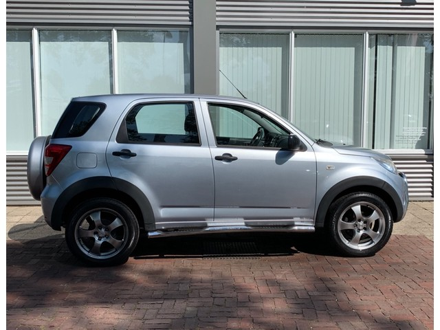 Daihatsu Terios 1.5-16v 2WD airco, elektrische ramen,lichtmetaal, radio cd-speler