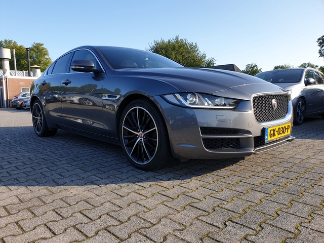 Jaguar XE 2.0 D Prestige AUT. *XENON+LEDER+NAVI+PDC+ECC+CRUISE*