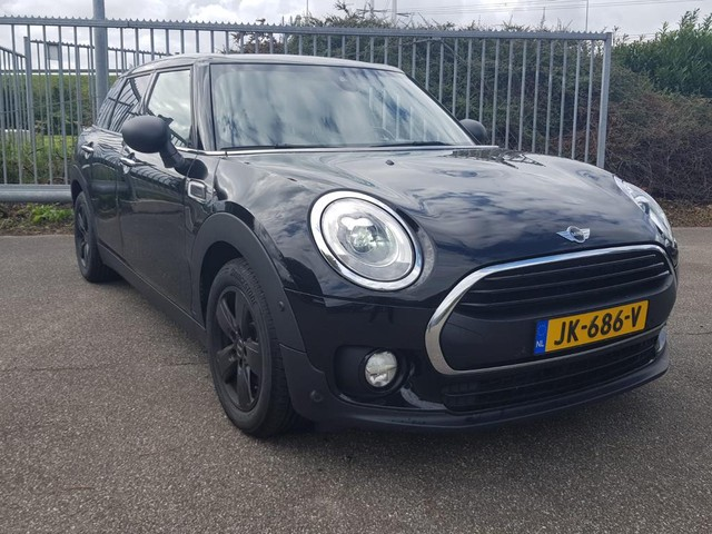 MINI Clubman 1.5 One D Business Edition AUT. *XENON+1 2LEDER+NAVI+PDC+ECC+CRUISE*-