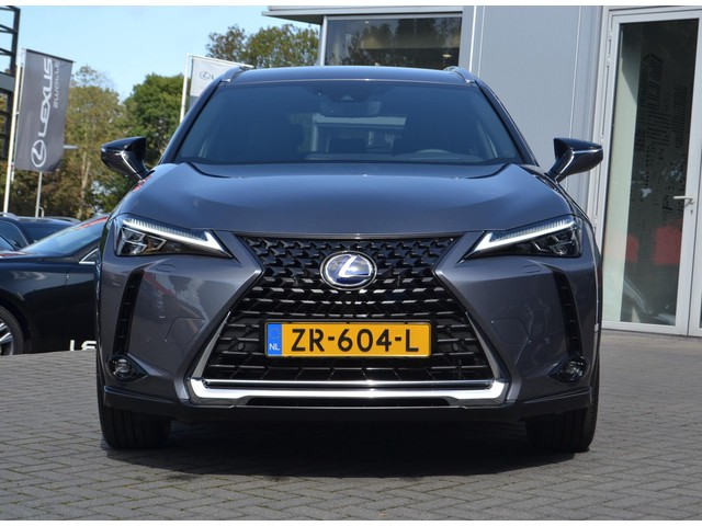 Lexus UX 250h First Edition,Adcruise,PDC,Trippleled,