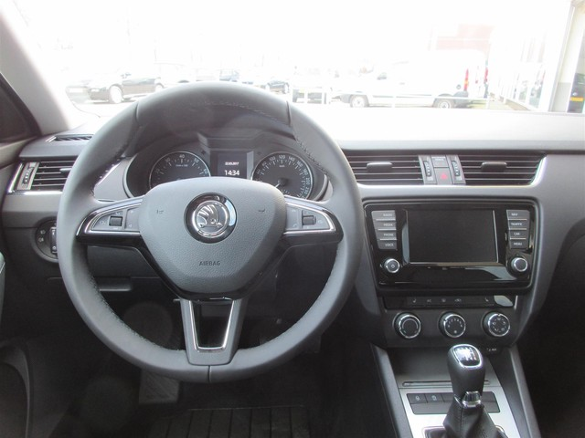 Skoda Octavia Combi 1.0 TSI Greentech Business (Navi Stoelver. Bluetoo th Cruise control)