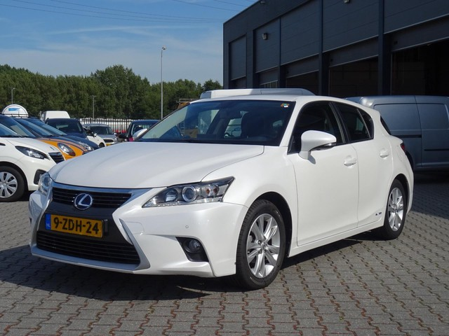 Lexus CT 200h Business Line Led   Navi   Metallic wit