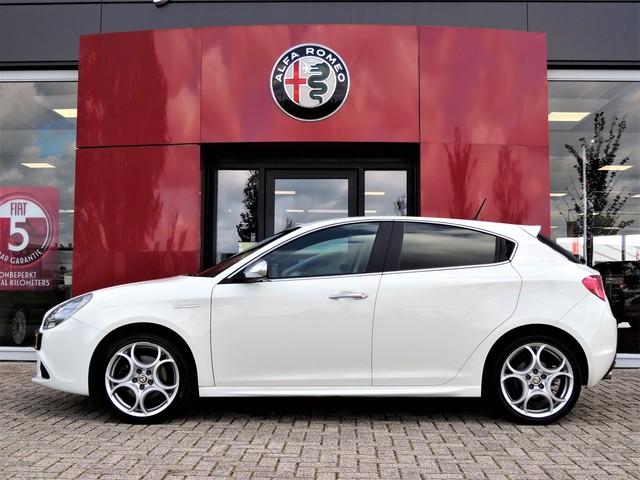 Alfa Romeo Giulietta 1.4 T Distinctive 170PK Xenon | Leer | 18