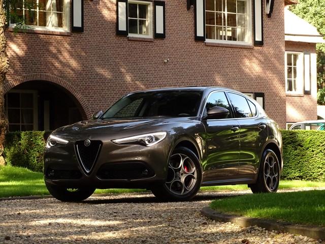 Alfa Romeo Stelvio 2.2 180pk Camera Leer ElekAchterklep Flippers Elekt.-stoel Xenon Led