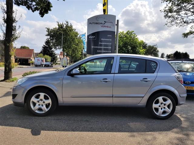 Opel Astra 1.4 Business 5 Drs Navi Parkeersensor Airco Cruise Nap Boekjes