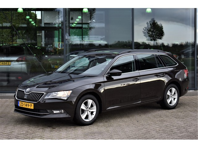 Skoda Superb Combi 1.6 TDI 120 PK Ambition, Navigatie, Camera, Climate Control, Bluetooth