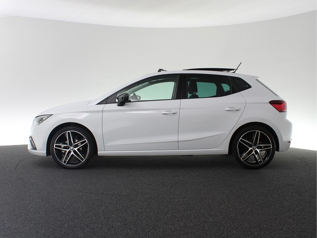 Seat Ibiza 1.0 TSI 115PK! FR Business Intense | Panoramadak | Full LED | 18 inch | Keyless entry go | Navigatiesysteem |