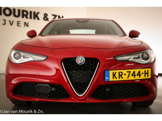 Alfa Romeo Giulia 2.2 Eco Business Super    AUTOMAAT    HALF LEDER    NAVI    CAMERA
