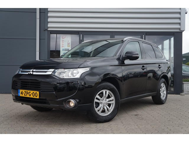Mitsubishi Outlander 2.0 Business Edition 7-Persoons Automaat KERST TOPPER Navigatie Cruise Controle Airco Clima Nieuwstaat