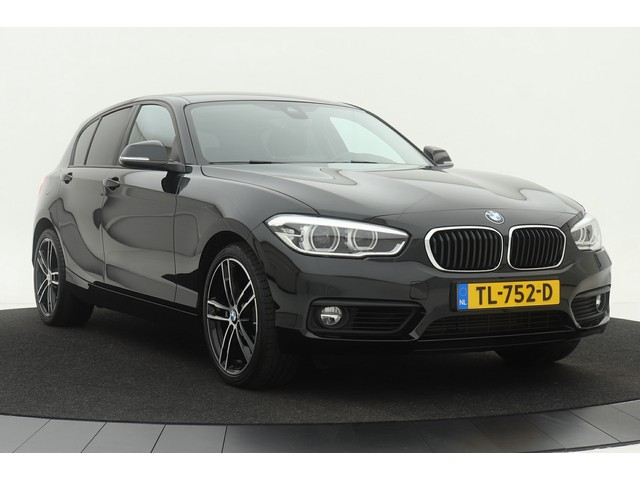 BMW 1 Serie 118i Executive Aut. 5-drs | Full-LED | Dealer onderhouden | Navigatie | Climate control | Stoelverwarming | PDC | Privacy glass