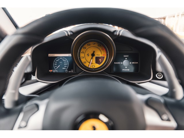 Ferrari F12 6.3 Berlinetta HELE Suspension Lift Dual View Camera Sport uitlaat etc. Origineel NL uitgeleverd en onderhouden door Munsterhuis