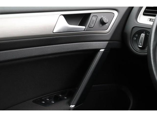 Volkswagen Golf 1.0 TSI Edition Connect 5-deurs | Dealer onderhouden | Discover Pro | Climatronic | Parkeersensoren