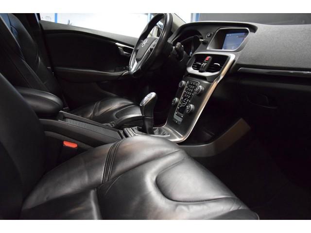 Volvo V40 D2 Summum [PANO DAK, VOL LEDER, AUT. INPARKEREN, MEMORY, ACHTERUITRIJCAMERA, NAVIGATIE, XENON, NIEUWSTAAT]