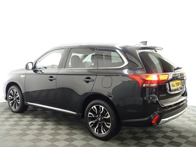 Mitsubishi Outlander 2.0 PHEV Executive+ 4WD Autom, Schuifdak, Leer, 360 Camera, Navi, Full!