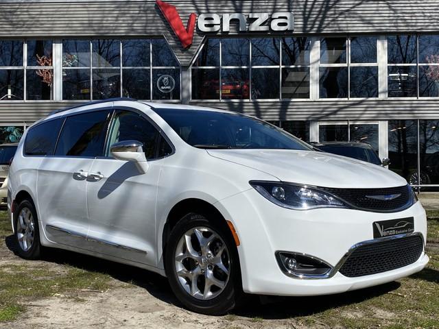 Chrysler Voyager ECHTE LIMITED UIVOERING MET PANORAMA EN SPECIAAL INTERIEUR