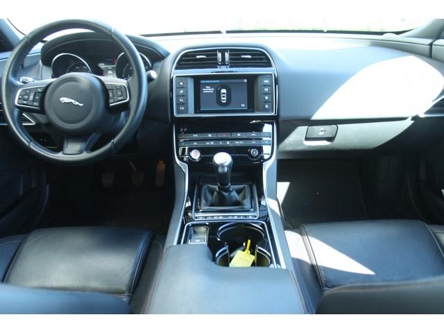 Jaguar XE 2.0 D Prestige Lane-Assist Navi Leder Xenon 17