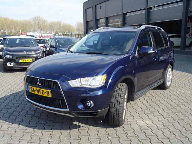 Mitsubishi Outlander 2.4 Instyle   7-Pers   Automaat   Xenon
