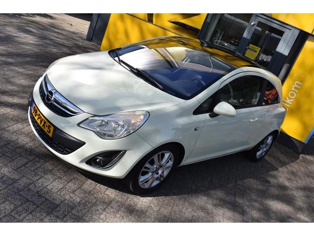 Opel Corsa 1.4 16V 3D Cosmo | Uitstraling | Panoramadak |