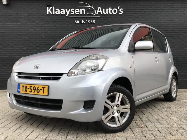 Daihatsu Sirion 2 1.3-16V Exclusive AUTOMAAT | 2e eigenaar | dealer onderhouden | airco | lichtmetalen velgen | sportstuur | 93.000 KM