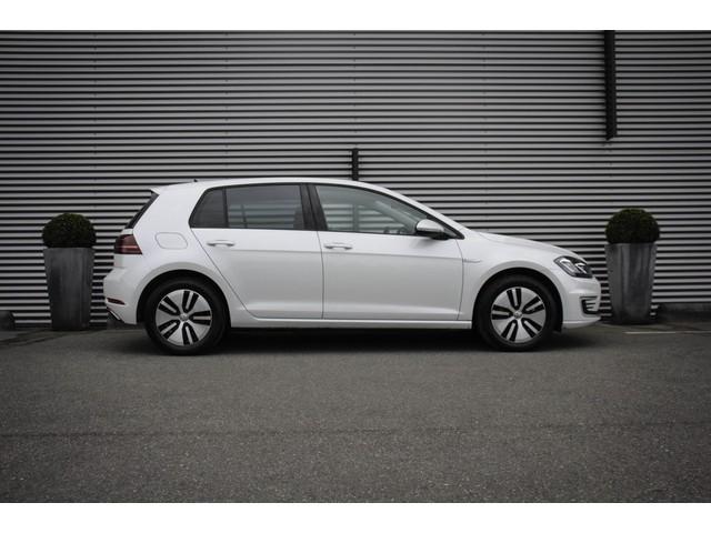 Volkswagen e-Golf Automaat 136pk Active info display Adaptive cruise control Achteruitrijcamera Navigatie LED koplampen DAB Parkeersensoren Stoelv
