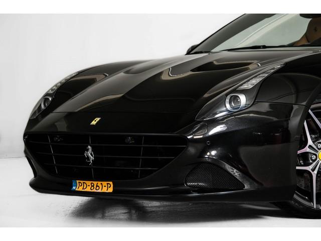 Ferrari California 3.9 T Carbon Nieuwprijs: €284081