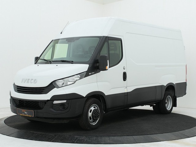 Iveco Daily 35C14 L2H2 | 3500KG Trekhaak | Airco | Cruise | 3-persoons