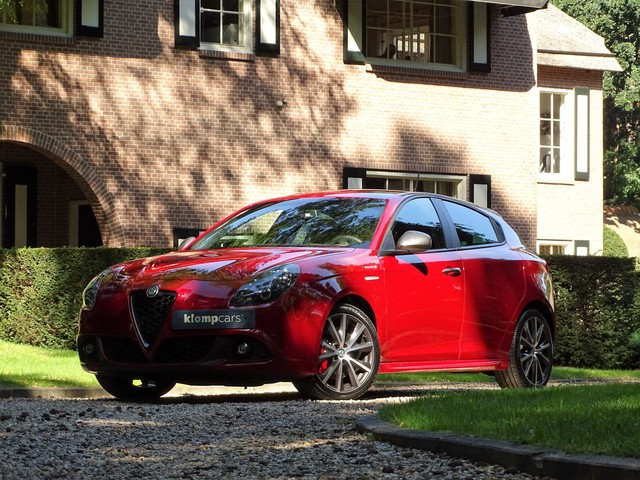 Alfa Romeo Giulietta 1.750 Veloce 8C-Rosso Xenon Bose Nav Leer PDC Stoelverw!