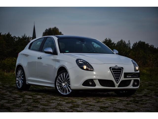 Alfa Romeo Giulietta 1.4 T Distinctive 170pk, Pack Sport, Clima, Leder, Cruise, 18'' lm, Panorama dak, Super mooi!