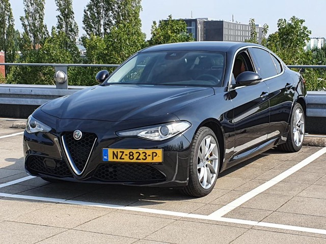 Alfa Romeo Giulia 2.2 Eco Business Super AIRCO I LEDER INTERIEUR I LMV I CAMERA I ELEKTRISCHE STOELEN I CRUISE CONTROL