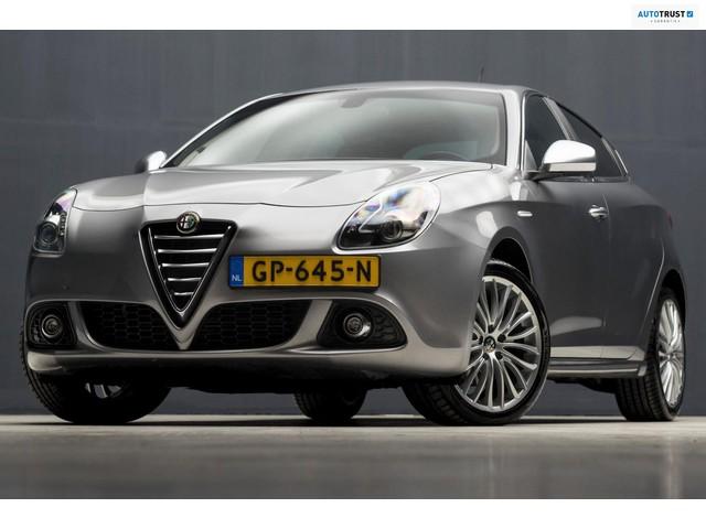 Alfa Romeo Giulietta 2.0 JTDm Exclusive Sport (NAVIGATIE, BLUETOOTH, XENON, ZWART HEMEL, SPORTSTOELEN, GETINT, CRUISE, NIEUWSTAAT)