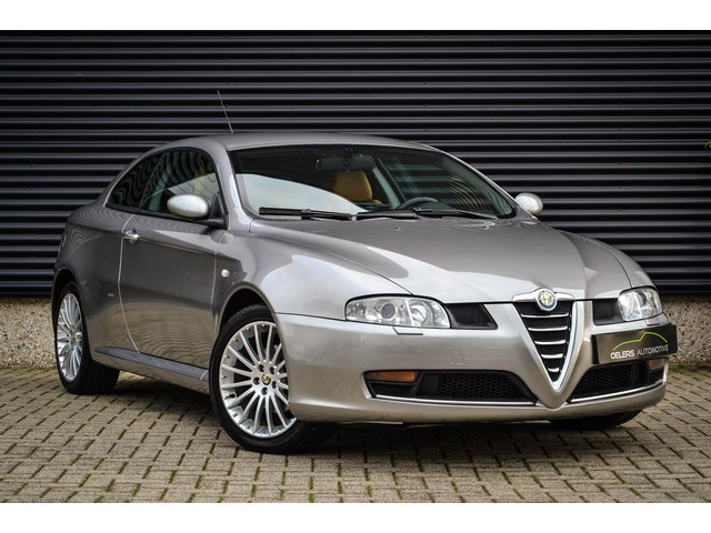 Alfa Romeo GT 2.0 JTS Imola, climate control, cruise control, Bose, Xenon, 18 inch, org. NL, Super mooi!