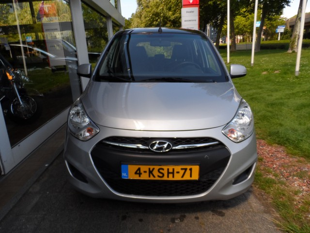 Hyundai i10 1.0 Black PACK, AIRCO MULTIMEDIA-VOORBEREIDING CENTRALE DEURVERGRENDELING OP AFSTAND WIJ ZIJN GEWOON GEOPEND!!