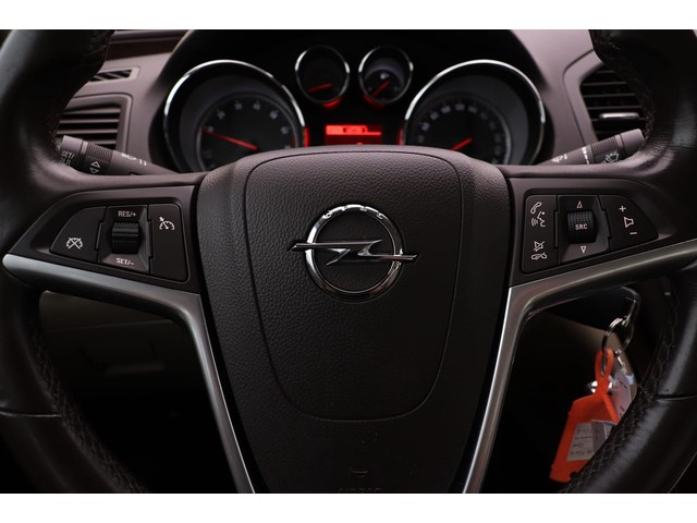 Opel Insignia 1.4 Turbo 140pk Cosmo | Xenon | Climate control | Trekhaak | Parrot carkit | PDC